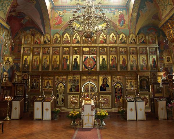 Судя по иконостасу это Свято-Иоанно-Предтеченский Собор (The Russian Orthodox Cathedral of St. John the Baptist)...